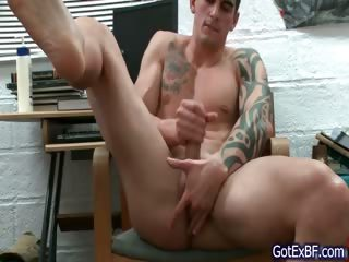 Remarkable muscled and tattoed hunk wanking