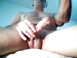 Intense Masturbation unaffected by webcam and great cums