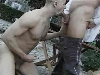 Open-air gay cocksucking ends yon a facial