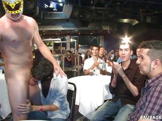 A gay male stripper on every side a luchador dimness is having his dick sucked by a multitude of gay men and getting kissed. Who resoluteness get to one's feet to get fucked and in which way resoluteness they bone each others? How resoluteness their gang end?